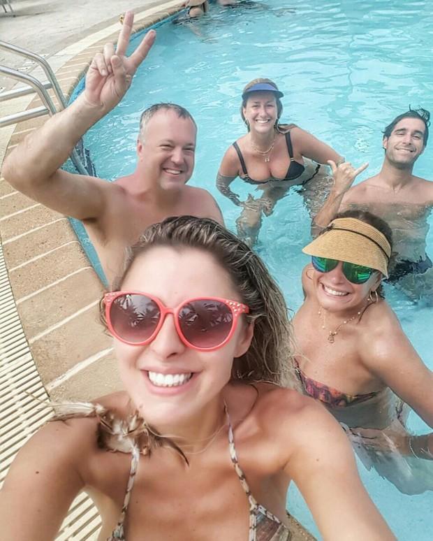 Susana Vieira curte piscina com a família (Foto: Instagram / Reprodução)