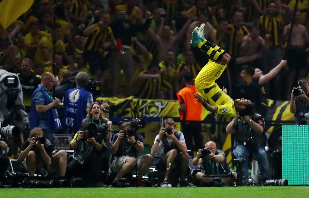 Do outro lado do mundo? Aubameyang pode trocar o Borussia Dortmund pelo futebol chinês (Foto: Kai Pfaffenbach/Reuters)