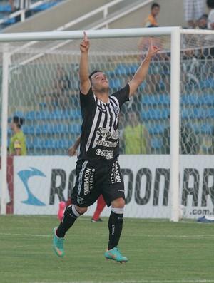 Lulinha comemora gol em partida contra o Tiradentes no PV (Foto: Alex Costa/Agência Diário)