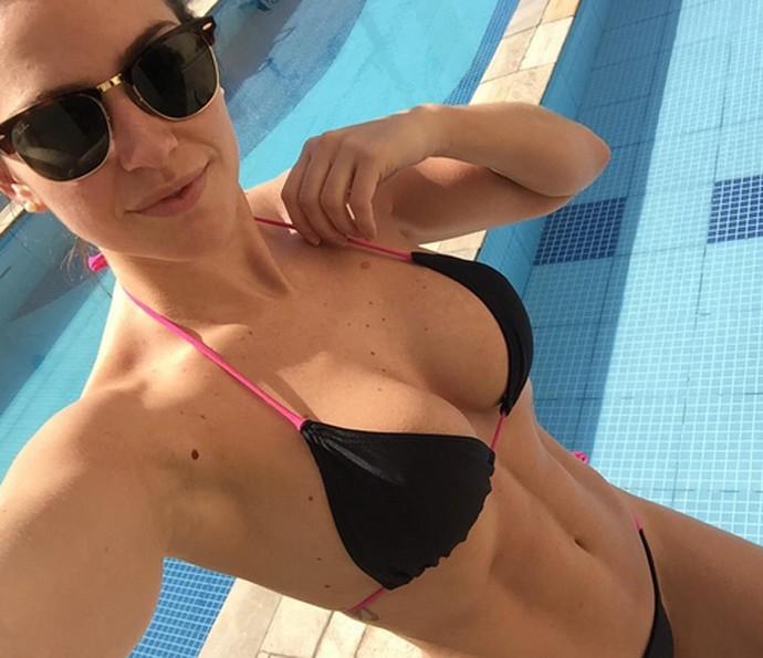 Renata Longaray tem um corpão e quer esculpir ainda mais as curvas para o verão (Foto: Arquivo Pessoal)