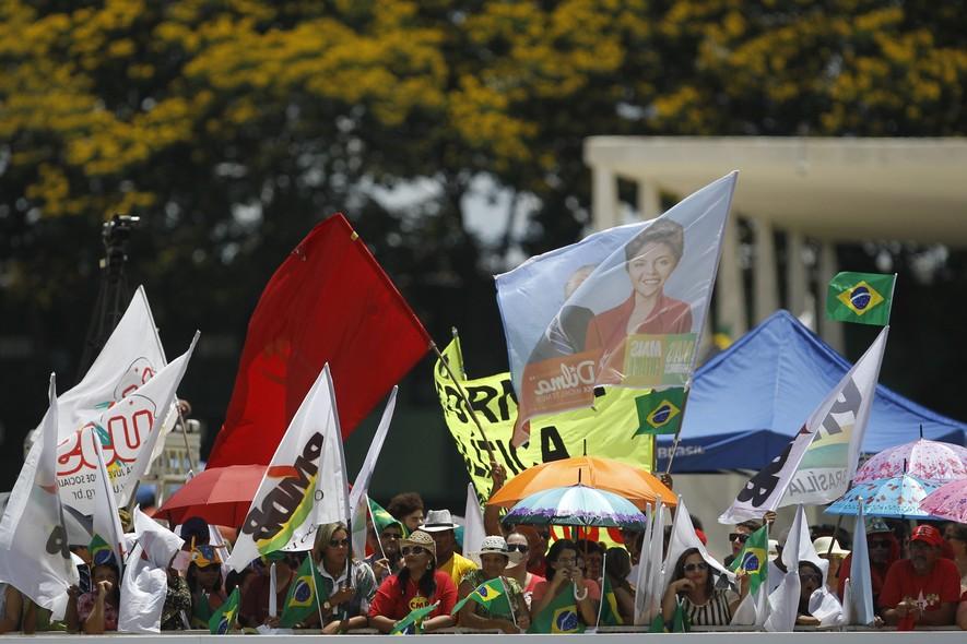 De acordo com a polícia militar, cerca de 40 mil pessoas estiveram na esplanada dos ministérios, em Brasília, para acompanhar a posse de Dilma Rousseff