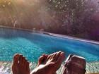 Xuxa, de bota ortopédica, posta foto em clima de romance com Junno
