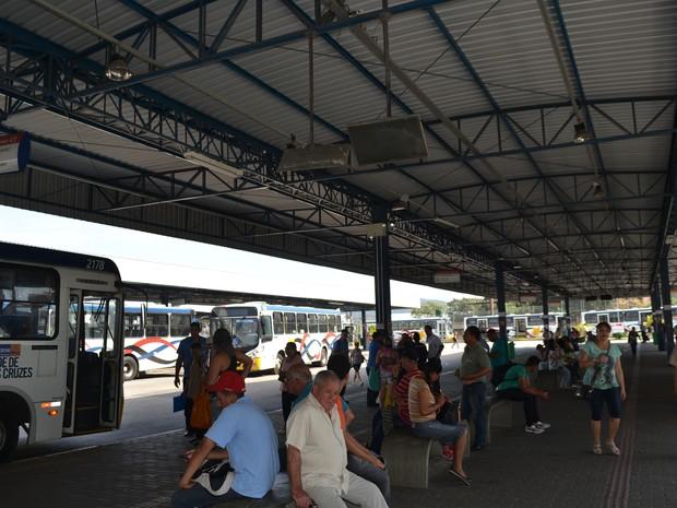 Televisores ficam desligados no Terminal Central, em Mogi das Cruzes (Foto: Maiara Barbosa/ G1)