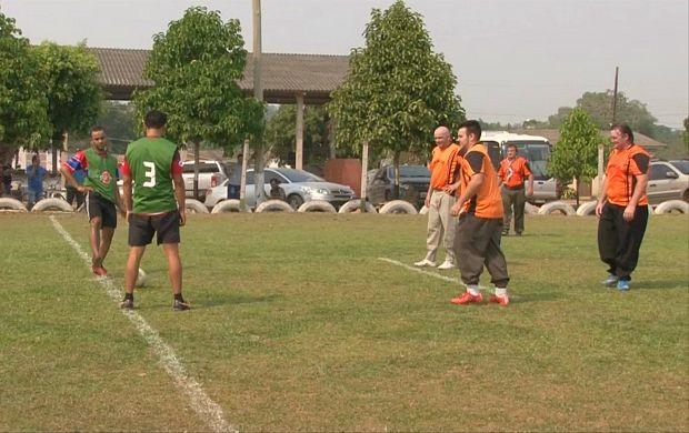 Gaúchos jogaram futebol com bombacha, em Vilhena (Foto: Bom Dia Amazônia)