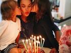 Alessandra Ambrósio comemora aniversário com os filhos