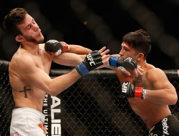 UFC 181 - Sergio Pettis x Matt Hobar (Foto: Josh Hedges / Getty Images)