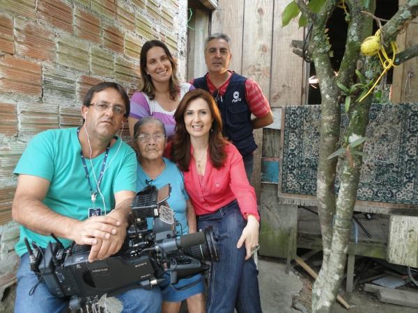 Dona Inácia Chaves mostra disposição aos 105 anos à equipe da RBS TV (Foto: Divulgação)
