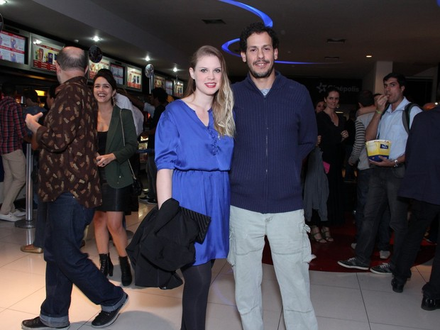 Carolinie Figueiredo e Guga Coelho em pré-estreia de filme no Rio (Foto: Alex Palarea/ Ag. News)