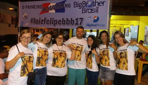 Familiares e amigos se reúnem para a estreia de Luiz Felipe no BBB 17 (Foto: Divulgação / Arquivo pessoal )