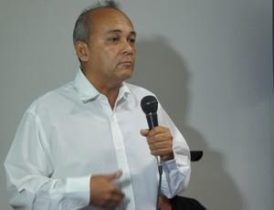 paulo maeda, gerente de futebol do Botafogo-pb (Foto: Renata Vasconcellos / globoesporte.com)
