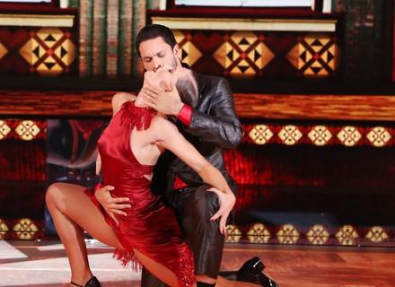 Rainer Cadete apresenta coreografia sensual no tango e ouve elogios por samba no pé