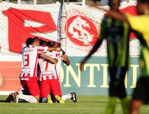 inter cerâmica maurinho gol (Foto: Alexandre Lops/Divulgação Inter)