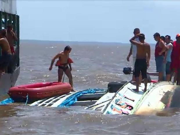 De acordo com o Corpo de Bombeiros, embarcação estava com lotação acima do permitido (Foto: Reprodução/TV Amapá)