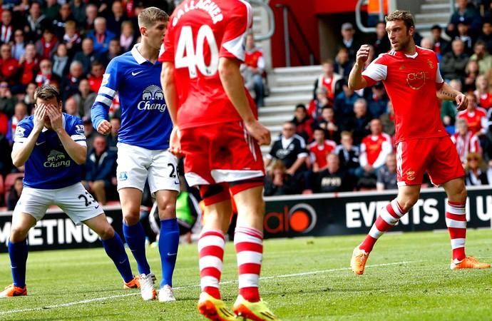 coleman everton faz contra a favor do Southampton (Foto: Agência Reuters)