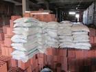 Fiscais derrubam casa e apreendem 440 materiais de construção no DF