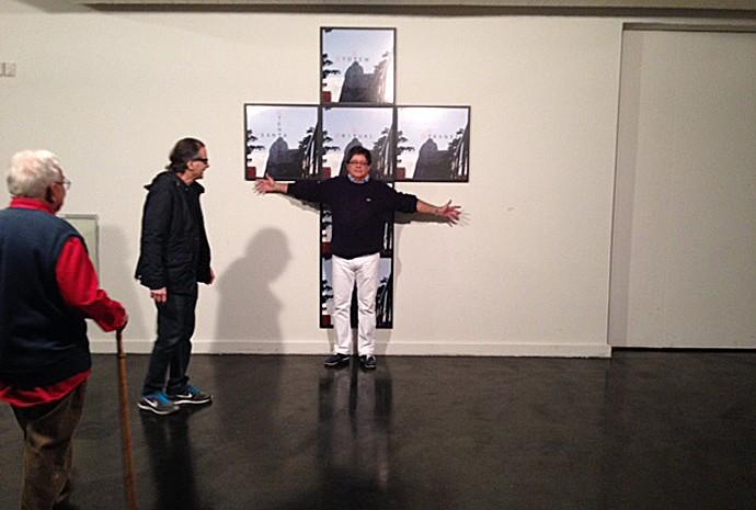 'Totem Tabu', trabalho de Domingos Guimaraens. Na foto estão Gilberto Chateaubriand, Luiz Alphonsus e Carlos Alberto Gouvêa Chateaubriand