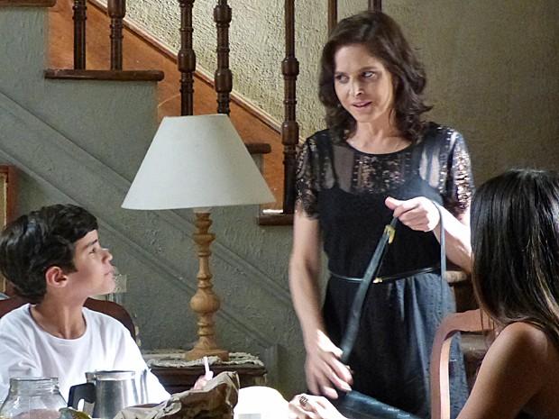 Cora tem uma reunião marcada com Zé Alfredo (Foto: Gshow)