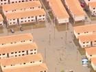 Água desce, mas condomínio de Maricá, RJ, continua inundado