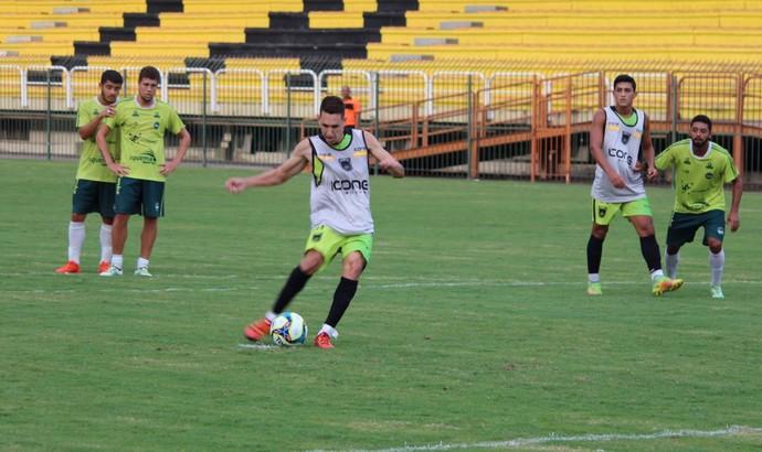 Gol que deu a vitória ao Tricolor de Aço saiu dos pés de Higor Leite, em cobrança de pênalti no finalzinho (Foto: Pedro Borges/VRFC)