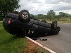 Motorista capota e abandona o veículo em via do Lago Norte, no DF