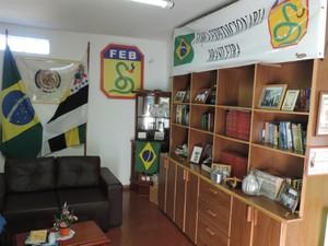 Veterano mantém espaço dentro de casa para acervo histórico (Foto: Caio Gomes Silveira/ G1)