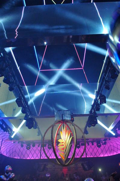 O teto da Posh aberto na pista de dança (Foto: Divulgação)