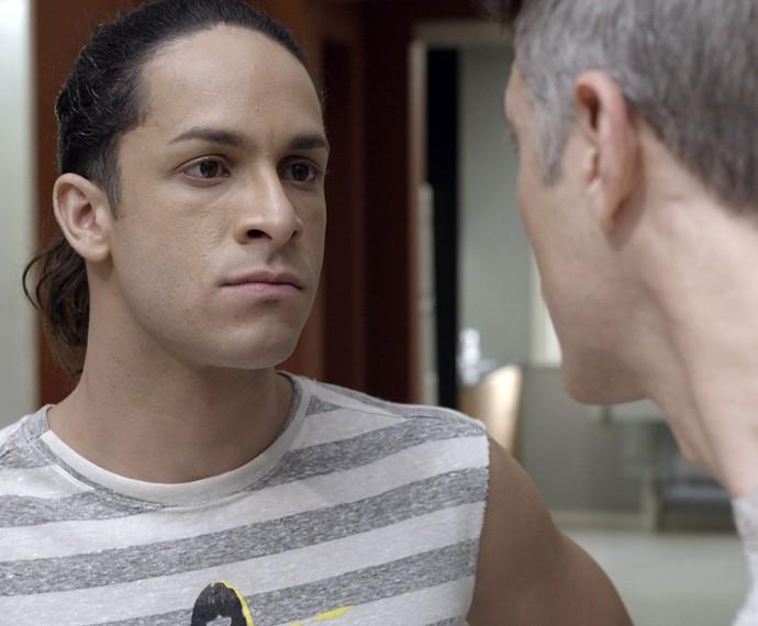 Visky encara Anthony (Foto: TV Globo)