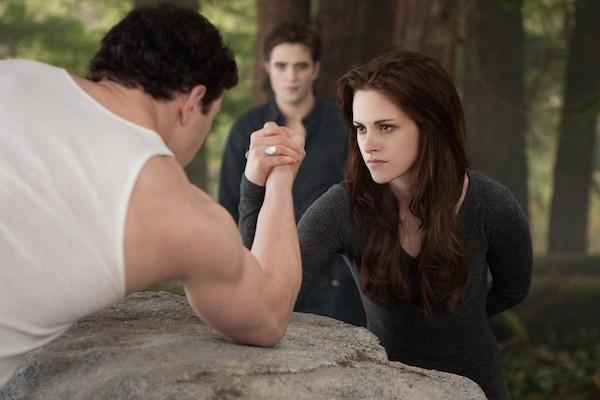 O anel de Bella Swan em cena da saga 'Crepúsculo' (Foto: Reprodução)