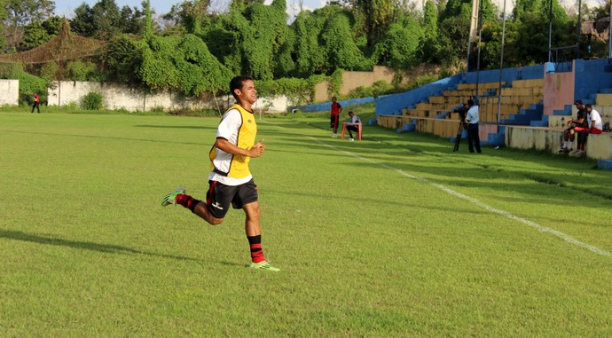 Xavier, lateral do Flamengo-PI (Foto: Emanuele Madeira/GloboEsporte.com)