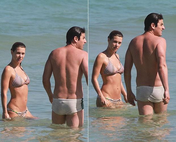 Carolina Dieckmann curte dia de praia com Bruno De Luca (Foto: Delson Silva/AgNews)