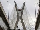Ponte Estaiada vira alvo de pichadores na Zona Sul de São Paulo