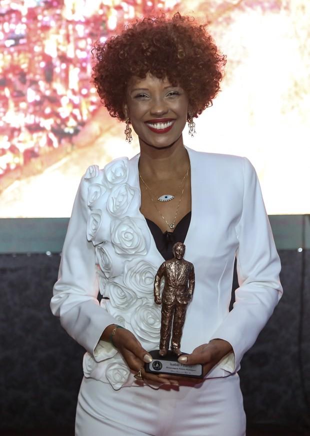 Isabel Fillardis recebeu o Troféu Nelson Rodrigues por sua obra (Foto: Roberto Filho/Brazil News)