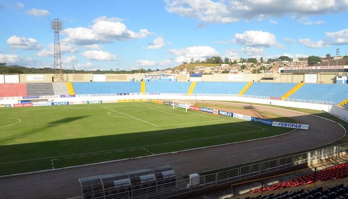 Estádio Muniicpal de Varginha, o Melão (Foto: Tiago Campos)