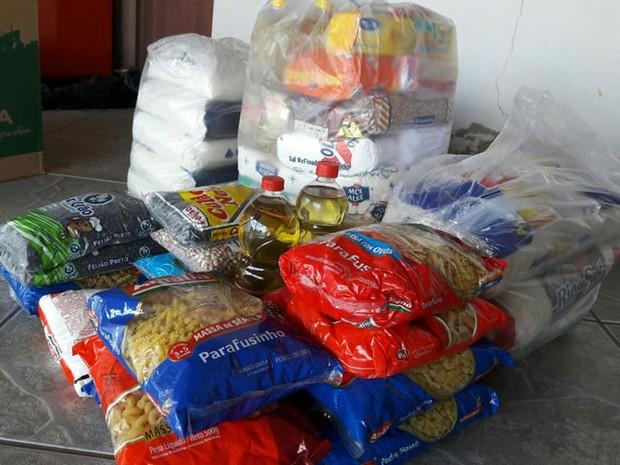 Moradores recolhem alimentos não perecíveis e remédios em Varginha (Foto: SOS Varginha/Divulgação)