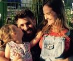 Fernanda Rodrigues com o marido, Raoni Carneiro, e a filha, Luisa | Reprodução