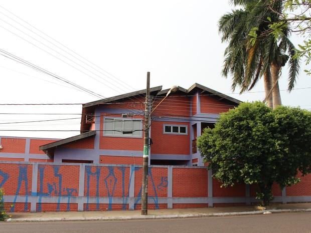 Imóvel foi pichado e depredado em Campo Grande (Foto: Graziela Rezende/G1 MS)