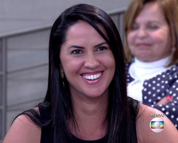 Graciele Lacerda, namorada do cantor Zezé Di Camargo, na plateia do Encontro (Foto: TV Globo)
