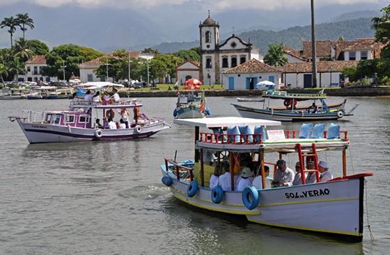 Passeio marítimo para os convidados do casamento realizado em Paraty  (Foto: © Haroldo Castro/ÉPOCA)