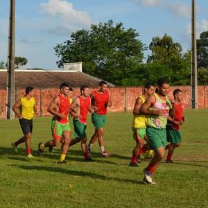 Treino físico do clube Galvez em Rio Branco (Foto: Quésia Melo)