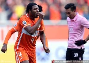 Jucilei comemora gol pelo Shandong Luneng, da China (Foto: Divulgação)