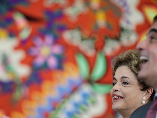 A presidente afastada Dilma Rousseff e o ex advogado-geral da união, José Eduardo Cardozo, participam de uma coletiva de imprensa com a mídia estrangeira em Brasília (Foto: Ueslei Marcelino/Reuters)