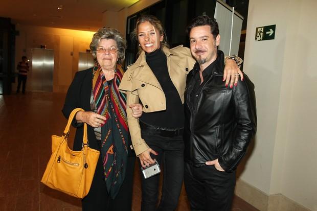 Adriane Galisteu com a mãe e o marido (Foto: Manuela Scarpa e Marcos Ribas / Foto Rio News)