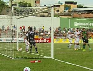 O polêmico gol do América-MG contra o Guarani-MG (Foto: Premiere FC)