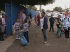 Pais reclamam de demora na entrega de uniformes das escolas municipais