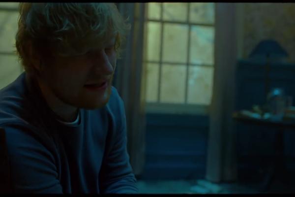Ed Sheeran em cena do clipe em que canta com Eminem (Foto: Reprodução)