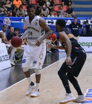 Mogi das Cruzes x Campo Mourão NBB basquete (Foto: Cairo Oliveira)