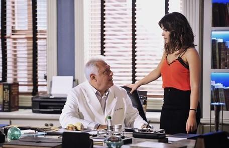 Em 'Amor à vida', Antonio Fagundes é César, médico e dono do Hospital San Magno. Casado com Pilar (Susana Vieira), é amante de Aline (Vanessa Giácomo) Divulgação/TV Globo