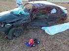 Dois morrem e carro fica destruído após batida no oeste da Bahia
