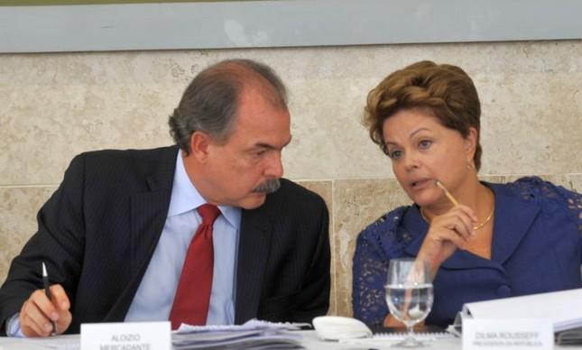 Aloizio Mercadante e Dilma Rousseff  (Foto: Antonio Cruz / ABr)