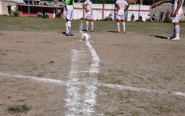 Campo do estádio Joaquim Flores, em Nilópolis Pombo sem Asa